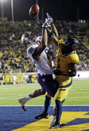On one play where Washington did a great job holding on to the ball, Austin Seferian-Jenkins (88) was able to come down with this catch for a 29-yard touchdown reception against California's Steve Williams.