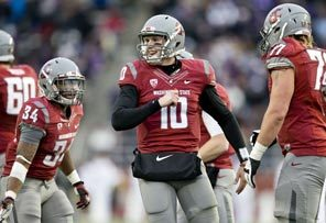 Quarterback Jeff Tuel was the center of attention for the Cougars, going 33 for 53 for 350 yards passing in probably his last game at Washington State.
