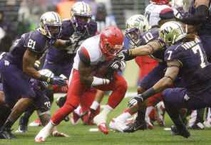 Arizona running back Ka'Deem Carey, center, can't get past Washington's John Timu (10) and Shaq Thompson (7).