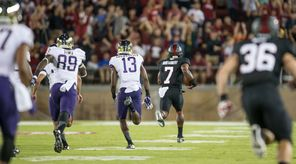 Stanford's Ty Montgomery (7) opens the game leaving the Huskies behind for a 99-yard kickoff return.