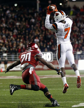 Oregon State's Brandin Cooks (7) comes down with one of his 11 receptions, this one in front of WSU's Deone Bucannon. Cooks had 137 receiving yards as quarterback Sean Mannion threw for 493 yards.