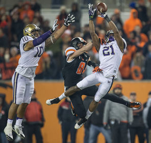 Marcus Peters (21) comes up with one of his two interceptions, getting some backup help from John Timu as Oregon State's Richard Mullaney never had a chance.