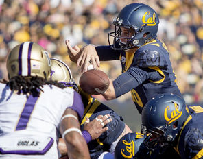California quarterback Jared Goff fumbles the ball on the  goal line, and it's Shaq Thompson (7) who scooped up the ball, and returns it for a touchdown.